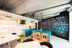 Cum arata cele mai cool birouri amenajate anul trecut in Bucuresti | La zi pe Metropotam Commercial Interiors, Small Spaces, Conference Room, Interior Design, Table, Furniture, Ideas, Home Decor, Interiors