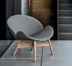 The Dansk Lounge Chair by Gloster combines both traditional and modern materials. The clean, tapered lines are reminiscent of classic Danish design. The Dansk Lounge Chair by Gloster has a welcoming f