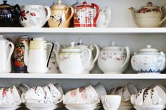 How to clean tea stains off of fine bone China Diy Crafts For Teen Girls, Diy Crafts To Do, Coffee Stain Removal, Healthy Cat Treats, Coffee Staining, Tea Stains, Antique China, Cleaning Hacks, Cleaning Solutions
