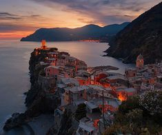 Italy hosts millions of tourists every year. This country has everything to offer from delicious food, spectacular landscapes and an abundance of world history. Most visitors come visit Italy in the Spring and Summer months to sunbathe and swim when the weather is warmer. The Summer months are the busiest and most expensive time of […] The post 6 reasons to enjoy Italy in the Autumn appeared first on A Luxury Travel Blog.