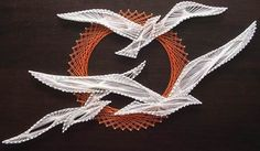 """Flying Seagulls"" My mom made this exact one when I was young. I remember helping her find the pins she dropped on the floor. Nail String Art, String Crafts, Arte Linear, Copper Wire Art, String Art Patterns, Thread Art, Paper Embroidery, Pin Art, Art Model"