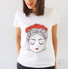 CAMISETA MUJER Con flores en el pelo camiseta | Etsy