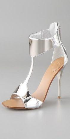 Heels / Stilettos / Silver / Metalic / Trend / Zapatos de tacon / Sandalias de tacon / Plata / Metalicas / Tendencia / 2014