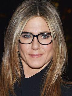 Jennifer Aniston Glasses, Jennifer Aniston Pictures, Jenifer Aniston, Jennifer Aniston Style, Beauty Supply Near Me, Super Glasses, Eye Glasses, Warby Parker Glasses, Wearing Glasses