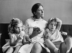 Beautiful family portrait of Vanessa Redgrave and her two daughters Joely Richardson and Natasha Richardson (?)