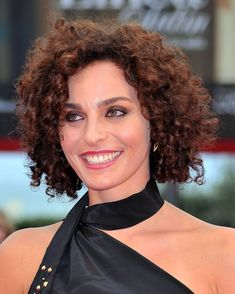 this is my exact hair texture grown out! wow! frizzy & curly! ;) Valentina Bardi - curly short hair