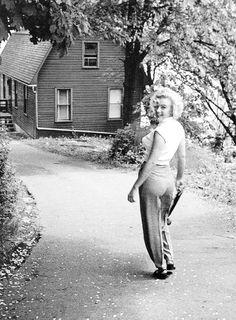 Marilyn Monroe: Norma Jeane Mortenson (June 1, 1926 - August 5, 1962)  on the set of Niagara, 1953. #actor