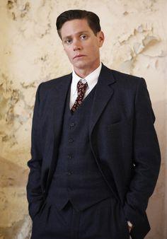 Detective Inspector Jack Robinson (Nathan Page)