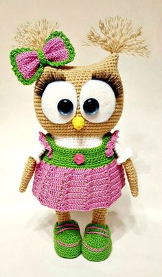 Cute Owl in Dress Amigurumi This crochet pattern / tutorial is available for free. Full post: Cute Owl in Dress Amigurumi Owl Crochet Patterns, Crochet Owls, Owl Patterns, Cute Crochet, Crochet Animals, Crochet Crafts, Crochet Projects, Crochet Baby, Knitting Patterns
