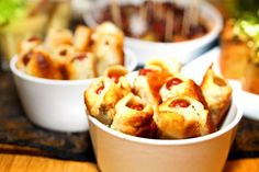 Prunes in puff pastry - Perfect mingle meal, Food And Drinks, Dogs in quilt ~ Sausages in Puff Pastry. Candy Recipes, Tapas, Macaroni And Cheese, Brunch, Food And Drink, Appetizers, Snacks, Meals, Baking