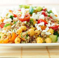 Quinoasalat mit Kicherbsen, Feta und Tomaten