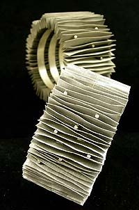 Mariana Sammartino All images from joyas jóias at Velvet da Vinci Contemporary Art Jewelry and Sculpture Gallery,