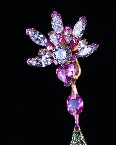 Deep in my dreams, all flowers whisper with light. 在我夢的深處,花用光跟我耳語。 #wallacechanart#earrings#flowers #light#diamond#sapphire#tensionsetting#creation#titanium#tsavorite #garnet#nature