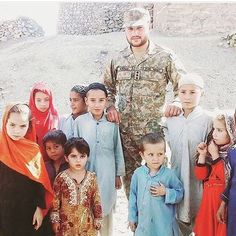 Pak Army Soldiers, Pakistan Armed Forces, Army Brat, Pakistan Army, Military, Culture, Couple Photos, Qoutes, Countries