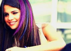 my question is: can u get a pic of Selena in purple highlights? - piz let it be a good pic question and answer in the Selena Gomez club Purple Hair Streaks, Highlights For Dark Brown Hair, Purple Highlights, Hair Color Purple, Hair Dye Tips, Look Rose, Different Hair Colors, Cooler Look, Super Hair