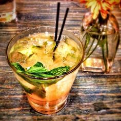Y'all gotta try this Bourbon Peach Smash recipe by Dark Corner Distillery! // yeahTHATgreenville