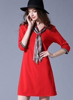 Повседневное платье из полиэстра длины выше колена цвета сплошного с рукавами 3/4