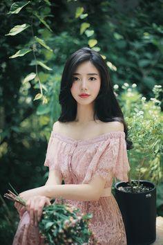 6월달은 쉬는 날마다 치과에 출근 도장 찍으며 전부 날린 것 같다....신경 치료 받고 금으로 씌우고 아말감... Modern Fashion Outfits, Korean Fashion Dress, Cute Fashion, Asian Fashion, Korean Outfits, Girl Fashion, Fashion Models, Simple Dresses, Cute Dresses