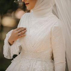 Detaylar ile devam ediyoruz 🙈 – You can find different rumors about the history of the … Wedding Abaya, Muslimah Wedding Dress, Muslim Wedding Dresses, Bridal Dresses, Wedding Gowns, Bridesmaid Dresses, Prom Dresses, Grey Evening Dresses, Bridal Hijab
