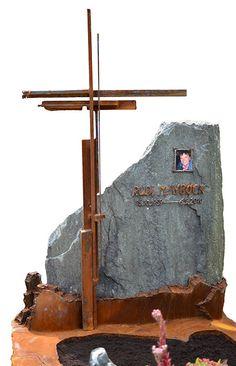 Buy unique grave sculptures, crosses and modern gravestones commission-free from metal artist. Grave Monuments, Weathering Steel, Cross Art, Corten Steel, Funeral Flowers, Wooden Jewelry Boxes, Cemetery, Metal Art, Rust