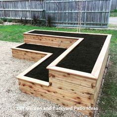 Want to learn how to build a raised bed in your garden? Here's a list of the best free DIY raised garden bed plans & ideas for inspirations. Raised Garden Bed Plans, Raised Bed Garden Design, Diy Garden Bed, Garden Design Plans, Outdoor Garden Furniture, Raised Beds, Garden Art, Tiered Planter, Raised Planter
