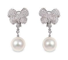 Il giorno del Matrimonio la SuperStar è la fede. Ma per dare luce perchè non indossare anche perle e diamanti?http://www.sfilate.it/220219/la-superstar-e-la-fede-ma-largo-anche-ai-gioielli-per-il-matrimonio