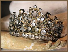 Gorgeous French Crown.  I'd wear this around the house.