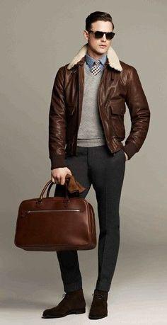 Se poartă jachetele din piele și gulerele din blană de oaie - dar merg oare la o ținută business? Evident! Outfit-ul de față exemplifică ideea.