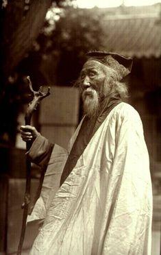 A Taoism/Daoism Priest *he is so beautiful!*
