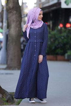 It can be little bit difficult for women who wear abaya along with hijab Abaya Fashion, Modest Fashion, Fashion Dresses, Fashion Fashion, Fashion Ideas, Fashion Quotes, Fashion Black, Korean Fashion, Vintage Fashion