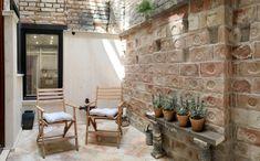 Menő budapesti lakások: sötét belvárosiból napfényes otthon Lichthof átalakítva
