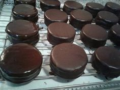 Chocolate Coating Recipe, Sweets Recipes, Cookie Recipes, Chocolate Pasta, Peruvian Desserts, Pan Dulce, Party Buffet, Catering Food, Bakery