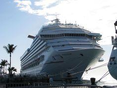 Cruiseliner docked at Key West 2011