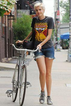 No sin mi bici: las celebrities en verano