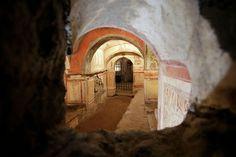 El Vaticano muestra los frescos restaurados de las Catacumbas de Priscilla. Este lugar aloja la imagen más antigua que se conoce de la Virgen y el Niño. Pasado y futuro, juntos: Google Maps ha registrado las catacumbas para hacer un paseo virtual.