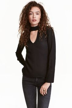 Crêpe blouse: Blouse in a viscose crêpe weave with a V-neck front and back…