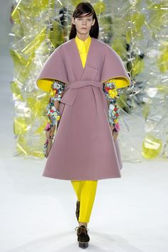 Delpozo Fall 2016 Ready-to-Wear Fashion Show - Irina Kravchenko...Muted lilac with screaming yellow.....oh yeah! Thats an attention grabbing combo.