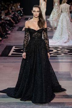 Jean Paul Gaultier haute couture spring 2019 - Vogue Australia Source by couture gowns Haute Couture Style, Haute Couture Dresses, Georges Hobeika, Vestidos Fashion, Fashion Dresses, Elegant Dresses, Pretty Dresses, Vogue Paris, Couture Collection