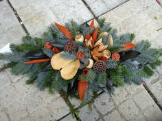 Billedresultat for vazba Christmas Floral Arrangements, Flower Arrangements, Handmade Decorations, Xmas Decorations, Deco Floral, Floral Design, Grave Flowers, Cemetery Decorations, Advent Wreath