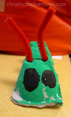****A cute art project using old egg cartons to make the very hungry caterpillar. This activity would be useful for preschoolers or maybe kindergarteners. A good project to make after you read the book, and take home for their parents.