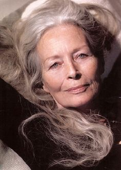 ideas hair grey older women going gray for 2019 Long Gray Hair, Grey Hair, White Hair, Trendy Hairstyles, Bob Hairstyles, Beautiful Old Woman, Gorgeous Eyes, Ageless Beauty, Going Gray