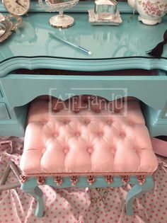 Ateliando - Customização de móveis antigos Turquoise Furniture, Painted Furniture, Diy Furniture, Old Hollywood Bedroom, Tocador Vanity, Painted Drawers, Green Home Decor, Amazing Decor, Beauty Room