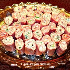 Ham Roll Up Recipe Appetizers with sliced ham, cream cheese, green onions, garlic powder, accent (finger food appetizers green onions) Roll Ups Recipes, No Carb Recipes, Dishes Recipes, Easy Recipes, Healthy Recipes, Game Day Snacks, Snacks Für Party, Low Carb Appetizers, Appetizer Recipes