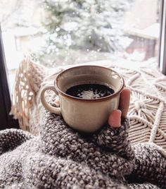 Winter Coffee, Coffee Cozy, Coffee Break, My Coffee, Coffee Drinks, Coffee Time, Coffea Arabica, Coffee Industry, Coffee Places