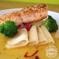 Salmon tu tan delicioso y tan lleno de #omega. Es #supersaludable Solo en Private Chef Playa