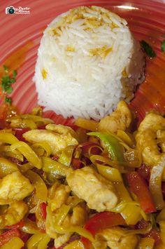 Straccetti di pollo con verdure croccanti e riso thai