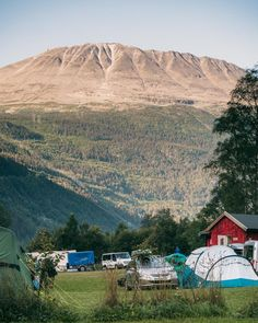 Gaustatoppen from Rjukan Hytte- og Caravanpark. Guide to hiking Gaustatoppen in Telemark, Norway - How to see one-sixth of mainland Norway from Telemark's highest mountain + Best Tips & Routes to the Top. #mountain #norway #scandinavia Hiking Routes, Hiking Guide, 5 Star Resorts, Hotels And Resorts, Norway Travel Guide, Romantic Beach, Beach Villa, Park Hotel, Best Hikes