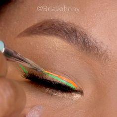 eyeliner neon * eyeliner neon - eyeliner neon make up - eyeliner neon eye makeup Eyeliner Make-up, Eyeliner Hacks, Eyeliner For Hooded Eyes, Winged Eyeliner Tutorial, Color Eyeliner, Green Eyeliner, Dramatic Makeup, Winged Liner, Makeup Trends