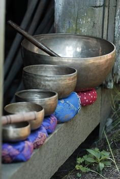 I remember the first time I heard singing bowls while at a meditation group meeting. An amazing sound that goes to your core and opens your heart and soul! Zen Meditation, Singing Bowl Meditation, Meditation Rooms, Chakras, Mantra, Namaste, Little Buddha, Sound Healing, Healing Power
