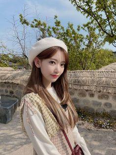 Sakura Miyawaki, Korean Girl Fashion, Kpop Fashion, Daily Fashion, Pink Envelopes, Fashion Wallpaper, Japanese Girl Group, Famous Girls, Korean Beauty